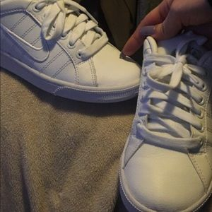 Women's white Nike sneakers | size 7